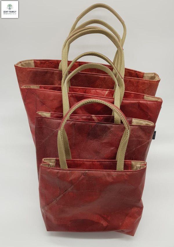 Handtasche-vegan-aus-Teakblaettern-Rot-Groessenvergleich-Leaf-Family