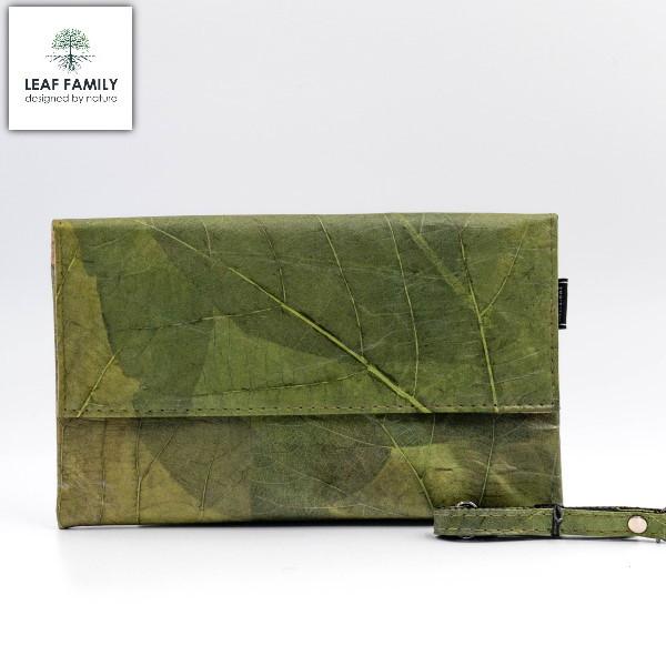 Vegane und nachhaltige Handtasche - breit aus Teakblättern