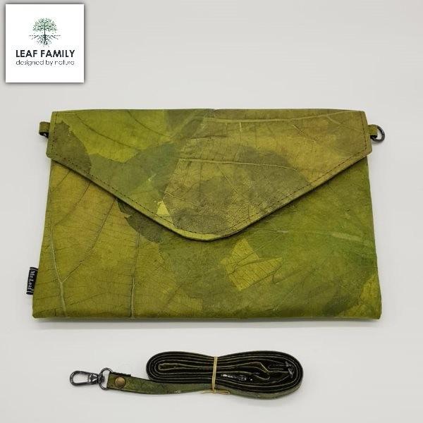 Vegane und nachhaltige Tasche / Clutch groß und flach aus Teakblättern